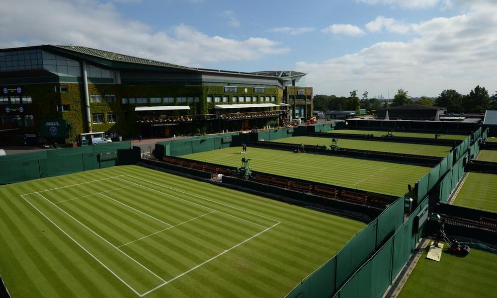 Verdele impecabil ce le așteaptă pe jucătoare la Wimbledon.