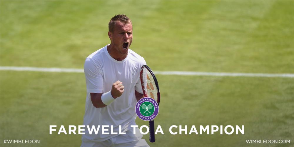 Lleyton Hewitt a fost unul din actorii principali ai zilei de luni. Australianul și-a luat rămas bun de la Wimbledon în stil de mare campion.