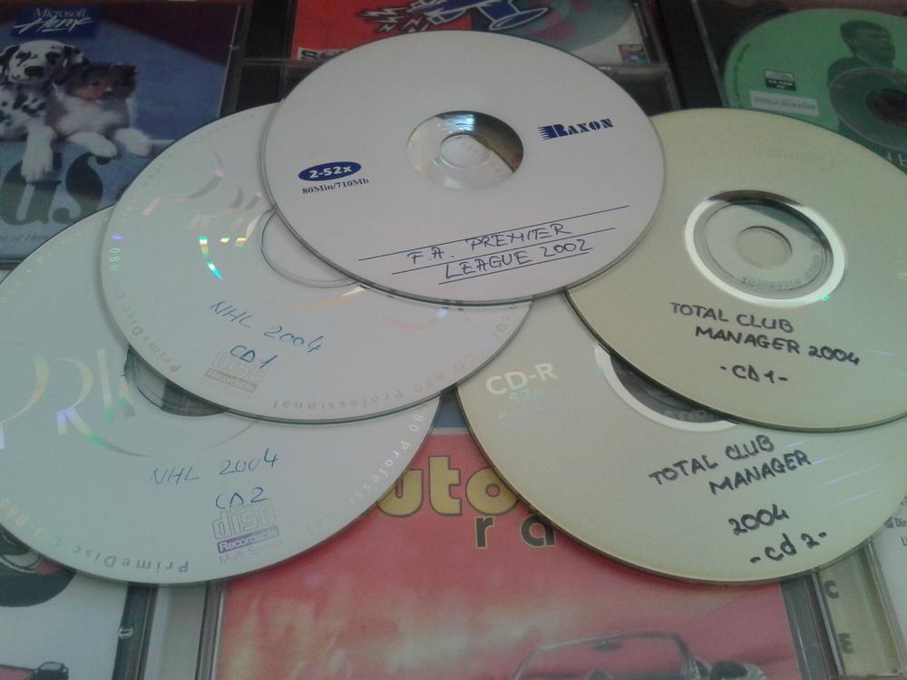 CD-uri vechi cumpărate din piață sau scrise de mine