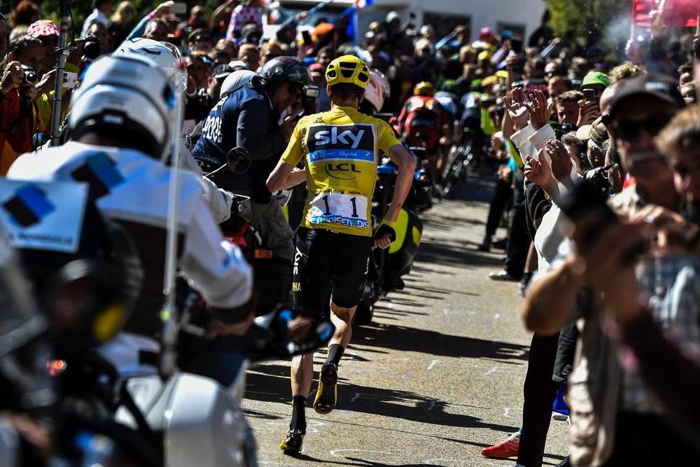 Chris Froome aleargă fără bicicletă pe muntele Ventoux / Foto: Facebook Team Sky - Jeff Pachoud/AFP