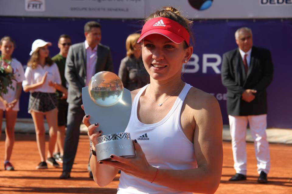 Halep și trofeul BRD Bucharest Open 2016 / Foto Facebook BRD Bucharest Open