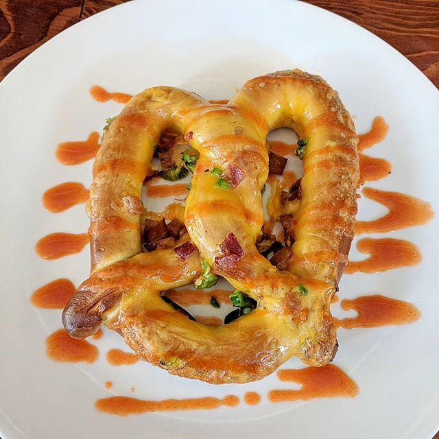 Today, for an extra $1 you can add whatever 3 toppings you'd like to your pretzel! This one has jalapeno, bacon and cheddar cheese w/ a buffalo drizzle! #happyhour #foodie #colorado #greeley #craftbeer #pretzels