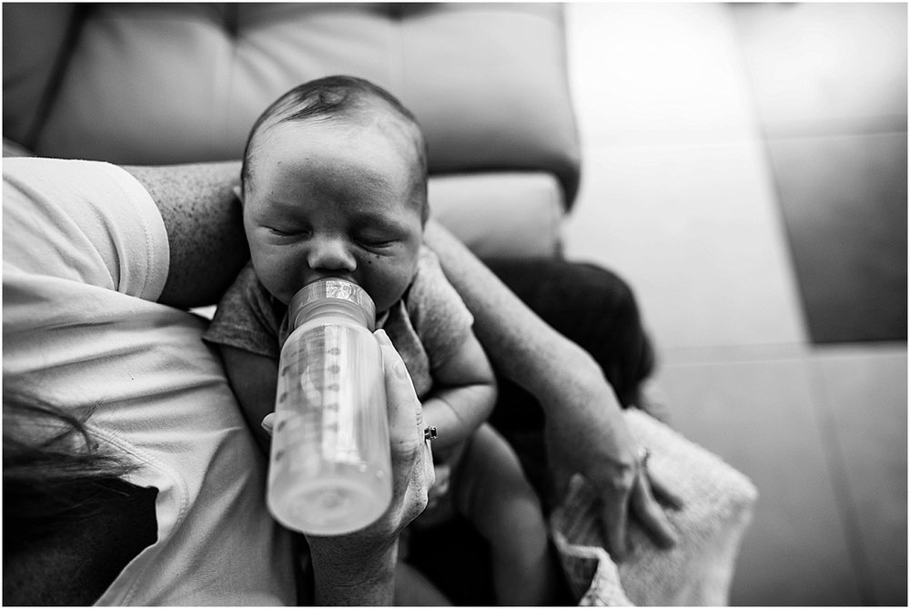 Newborn baby boy drinking bottle  | Santa Ana, Costa Rica Lifestyle Photographer