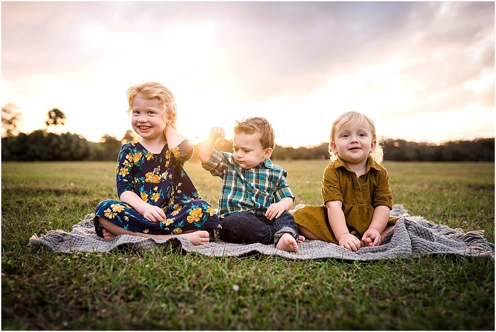 Cousins posing for a family photo | Costa Rica Lifestyle Photographer