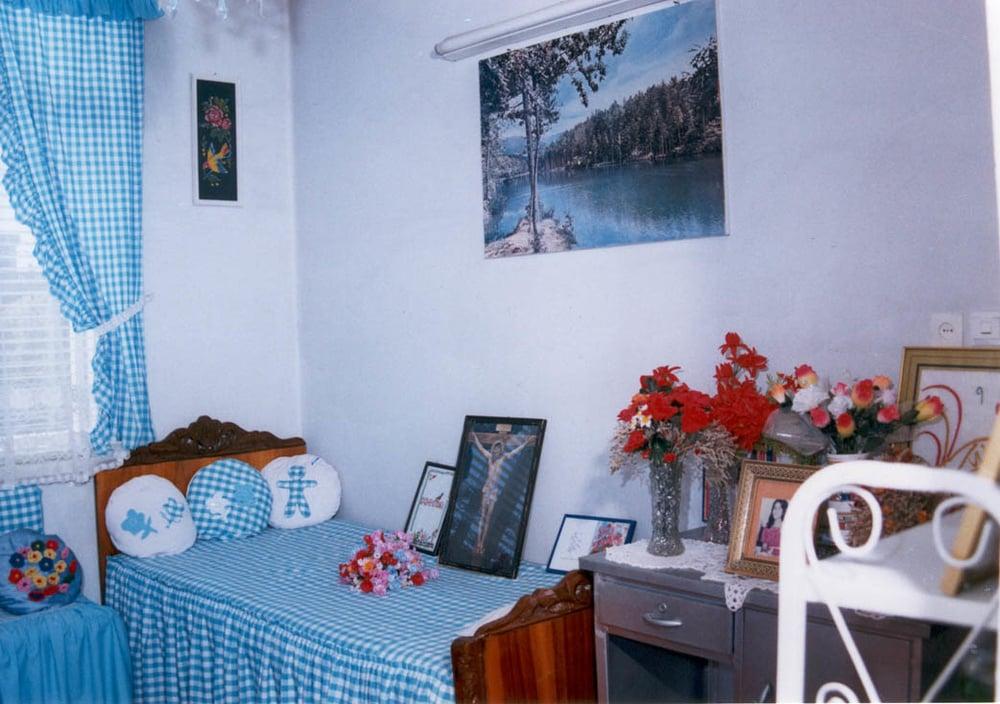 Mona's room (1)