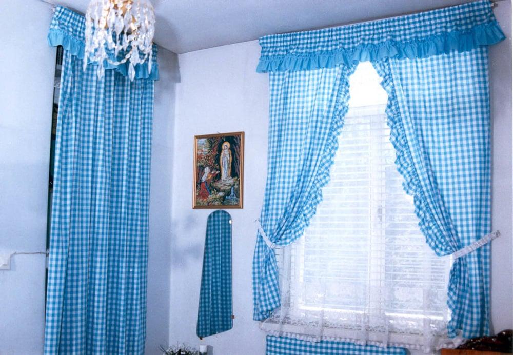 Mona's room (2)