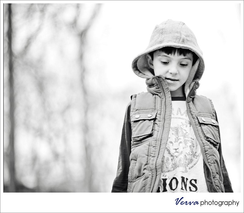 child's portrait, outdoor, woodlands