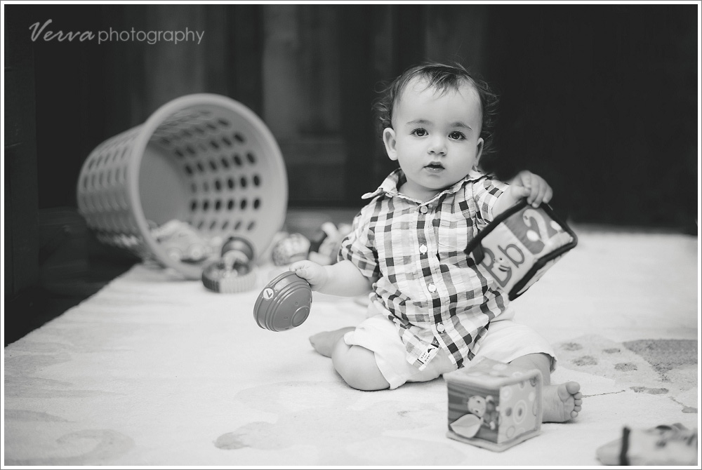 b&w 1-year-old portrait
