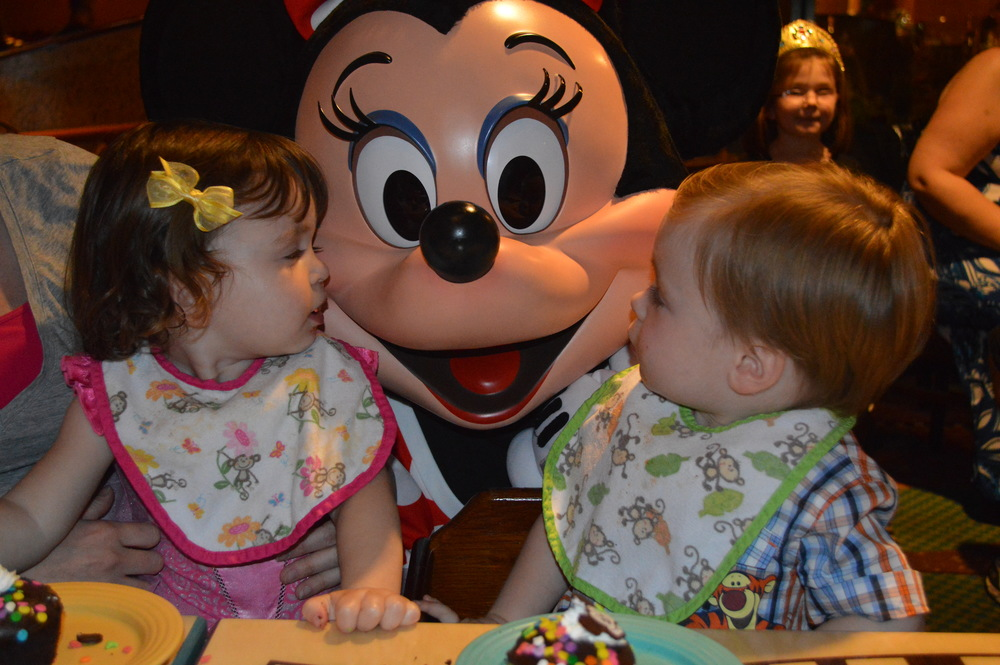 Kissing Minnie Mouse