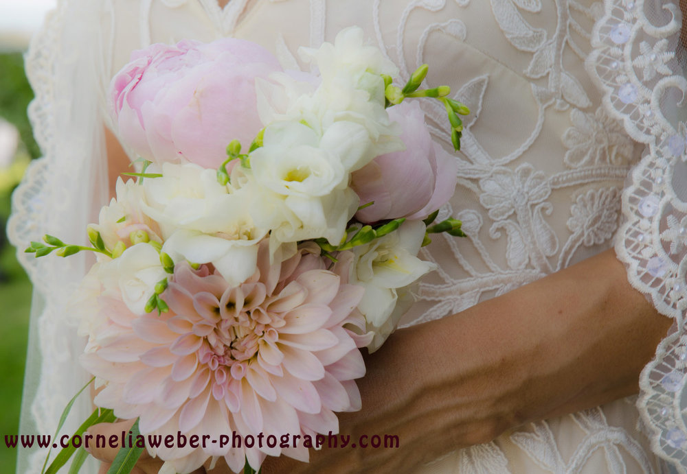 Affi_Darren_wedding_flowers_3.jpg