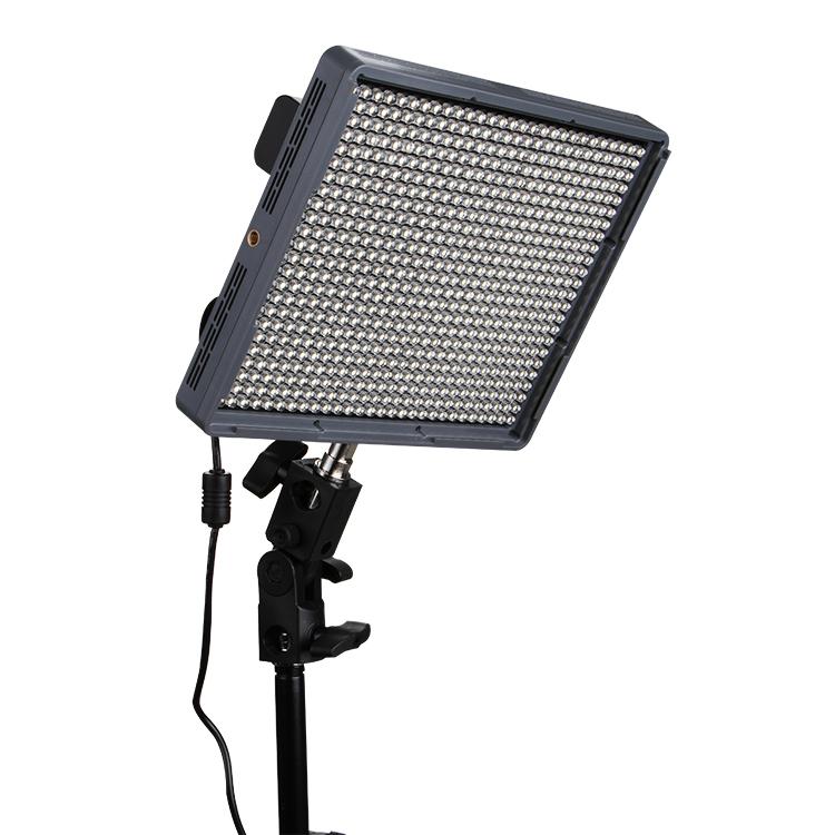 Aputure-Amaran-HR672W-High-CRI95-672-Led-Video-Light-Panel-w-2-4G-Wireless-Remote-2x6600mAh.jpg
