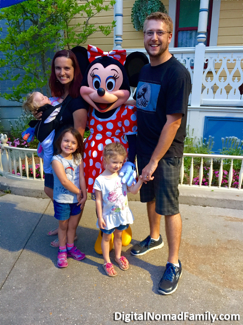 Disneyland-Paris-Minnie-Mouse-With-Family