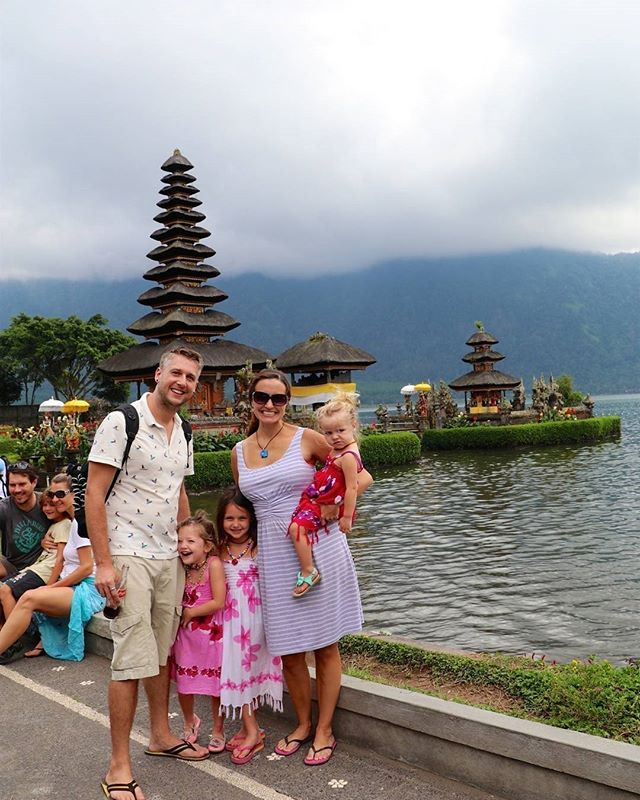 Loved our visit to the floating temple in Bali... such a gorgeous temple in a spectacular setting!  #bali #digitalnomadfamily #travel #travelwithkids