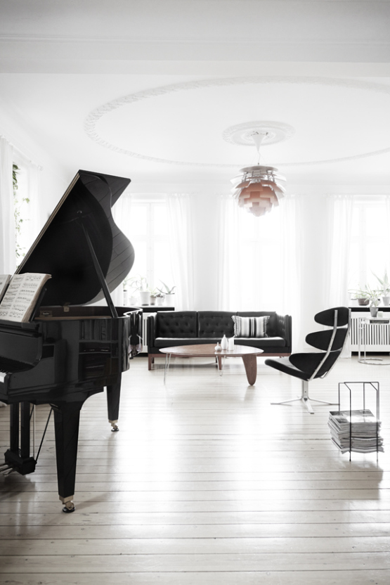 decordove :     black piano  ~ via  delikatissen