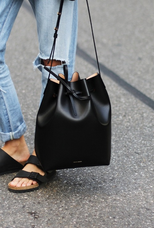 silky-sand :     LOVE LOVE LOVE THIS BAG.   Get a similar one  here