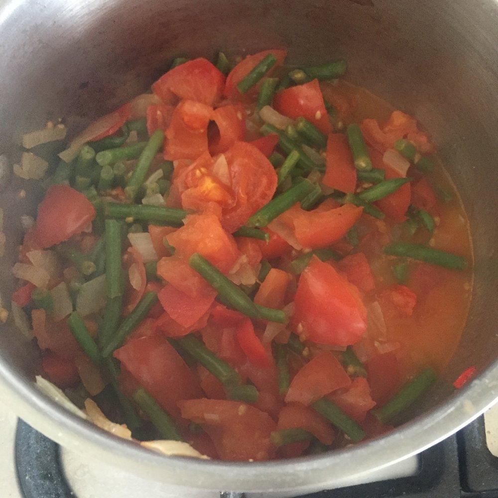 Rachel Redlaw green beans, onions, tomatoes + feta