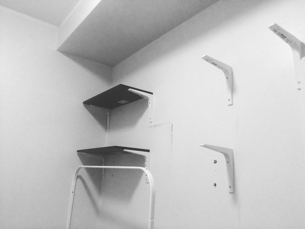 Vaatehuoneprojekti, jonka yhteydessä sain treenata poraustaitojani. Iik!