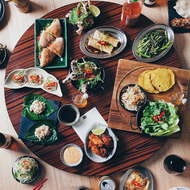 From the runway to the hottest restaurants and cafes in town 👉 @missrunwayfoodie . Love this neighborhood in Melbourne. #diningatsaigonsally @saigonsally_ . Who else is hungry? .