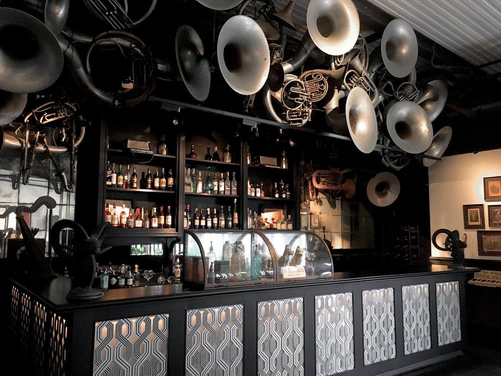 Deco Bar & Bistro