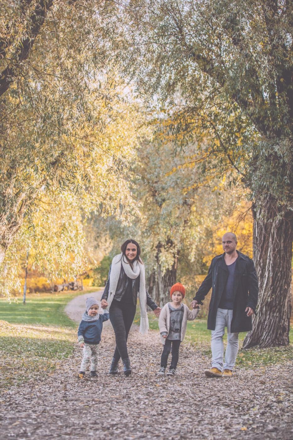 autumn family portrait on location