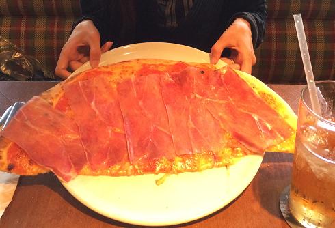 10.Okt 2015 : Eine sehr große Pizza mit Schinken