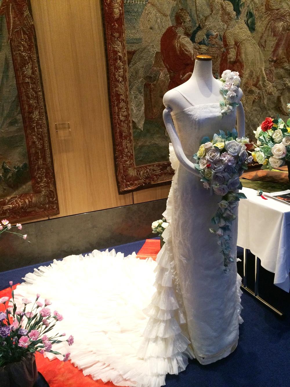 8.Nov 2015 : Ein Hochzeitskleid aus Japanpapier