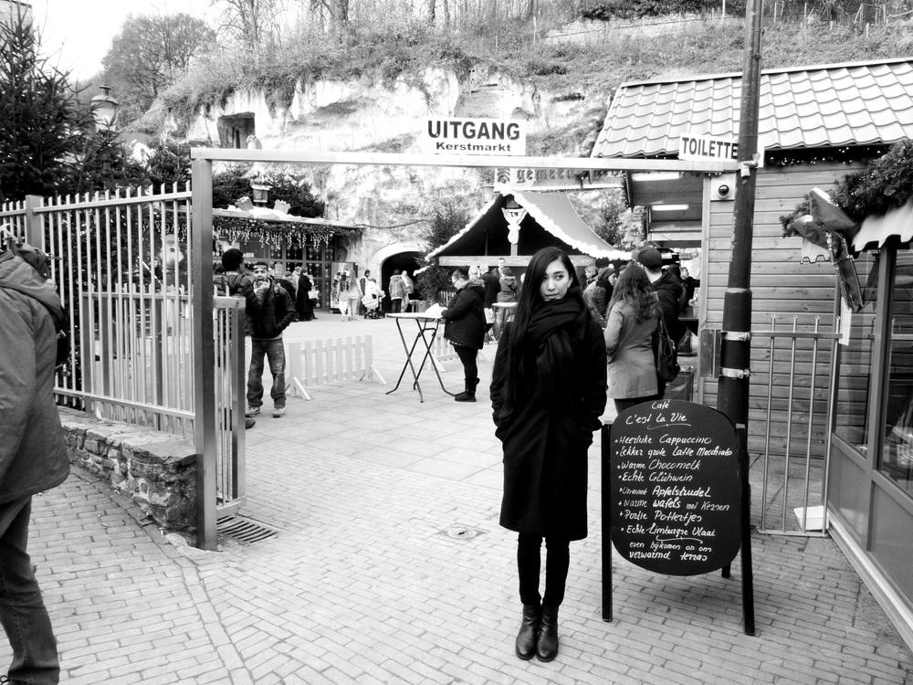 14.Nov.2015 : Vor dem Eingang der Höhle - dort drinnen war der Weihnachtsmarkt!