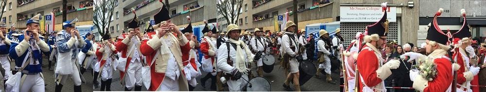 08.Feb.2016 Parade wurde länger und größer - mit vielen Musical-Bands
