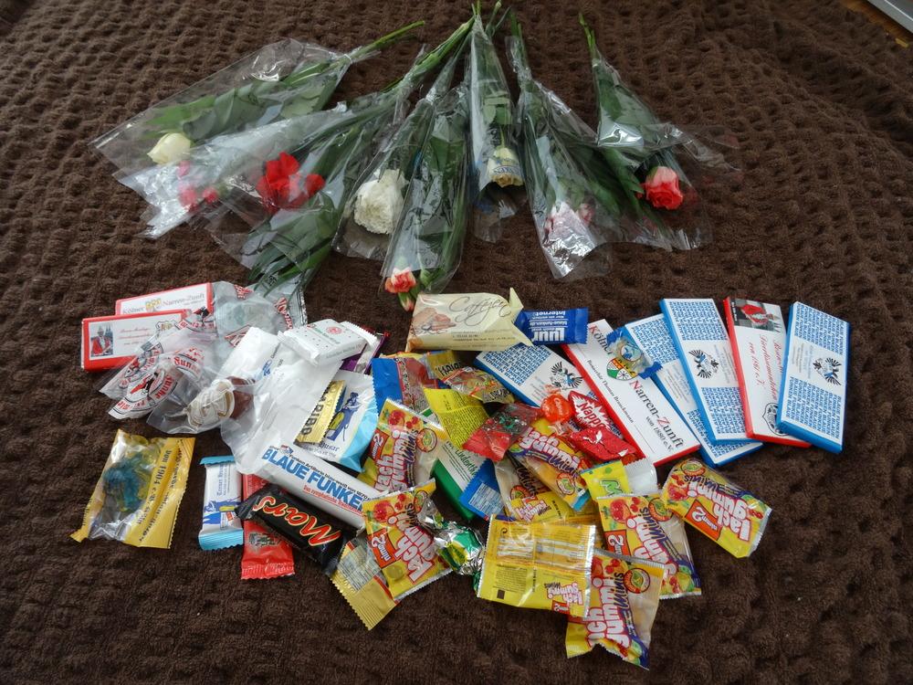 08.Feb.2016 ich habe viele Süßigkeiten und Blumen bekommen