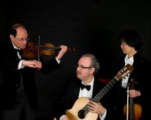 PaganiniTrio1-299x237.jpg