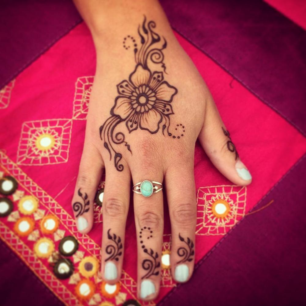 Fun festival henna design.
