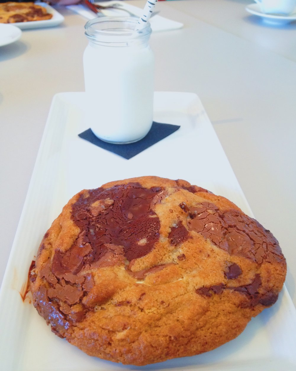 Today's breakfast is this triple-chocolate cookie at Untitled at the Whitney, which blows my mind every time. Pastry chef Miro Uskokovic uses @guittardchocolate, an American bean-to-bar brand that's been around since the late 1800s, and Chef Thomas Keller's gluten-free flour Cup4Cup.