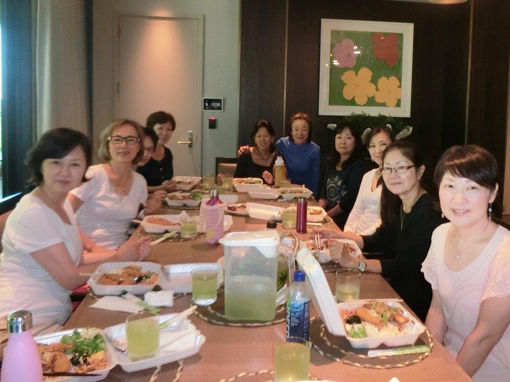 ワークショップ後の昼食会、写真2