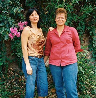 Forgiveness Projectに参加したLinda さんと妹さん copyright: Forgiveness Project