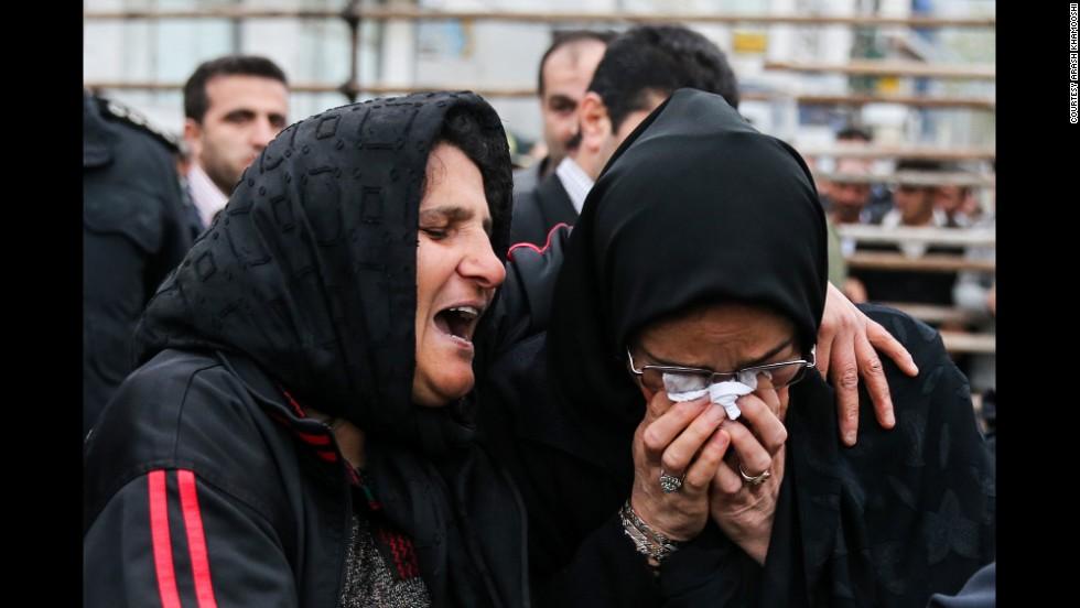 殺人事件の被害者と加害者の母親二人たり(AP Photo/ISNA, Arash Khamoushi)