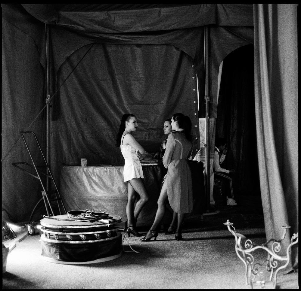 Backstage circus