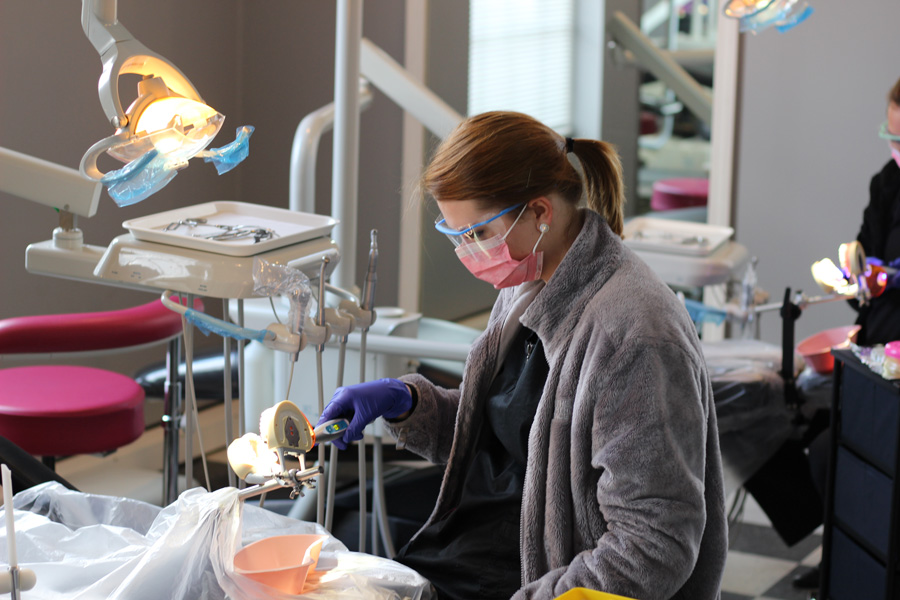 best-dental-assisting-program-nearme-9.jpg