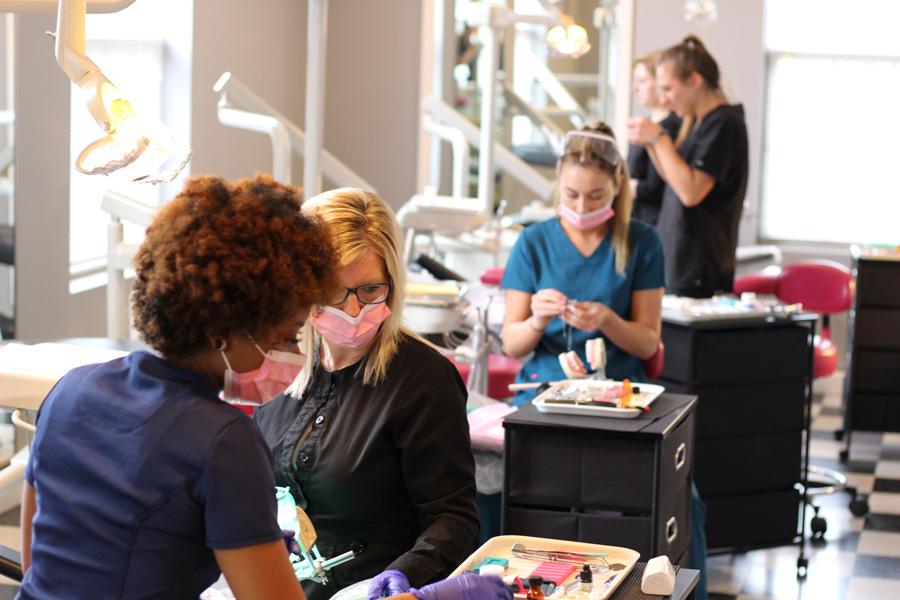 best-dental-assisting-program-nearme-17.jpg