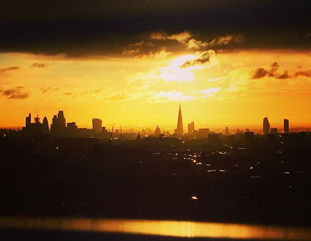 I can complain about a lot of things at work, but never the view. ❤️ London . . . . #London #skyline #Sunrise