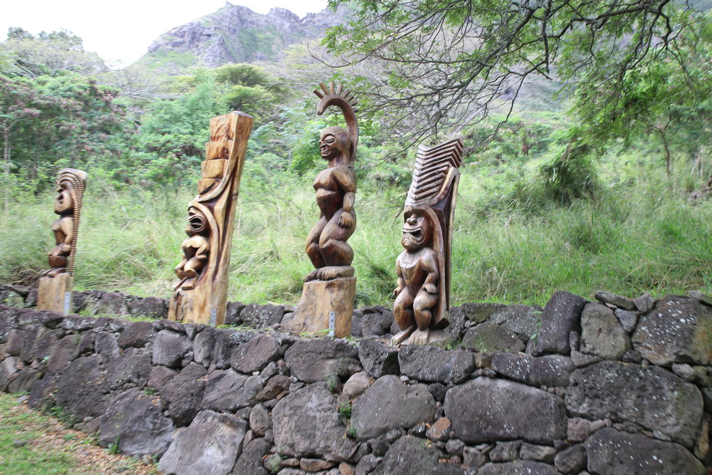 Statues reflecting the different gods of the Hawaiian culture.