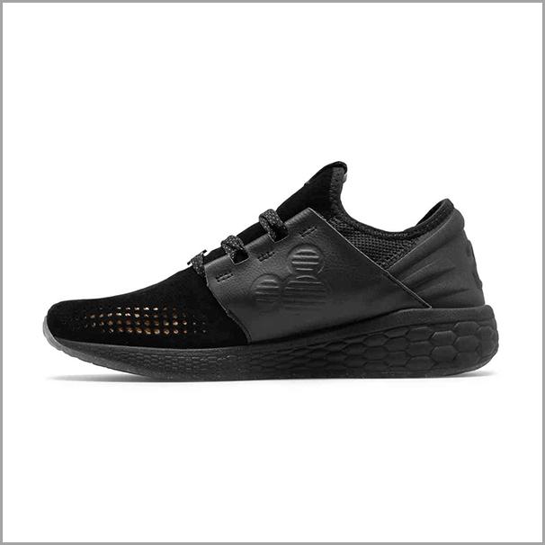 disney_xmas_sneaker.jpg