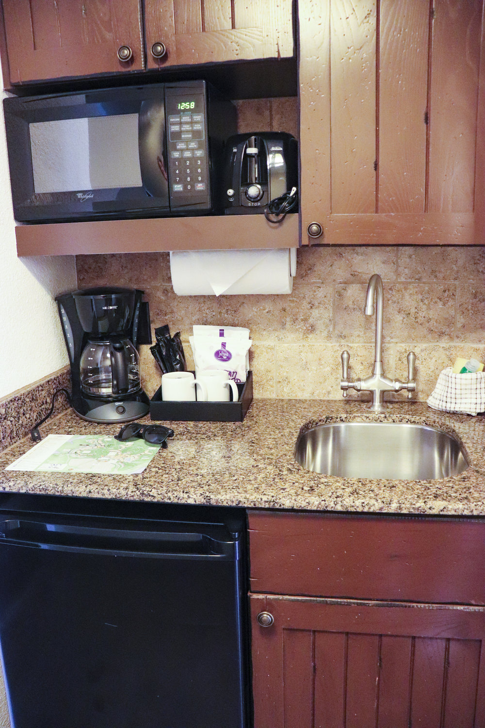 The small but sufficient kitchenette.