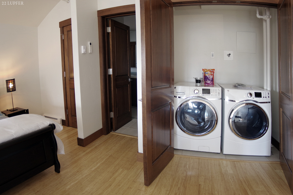 unit B washer and dryer 1500 px.jpg