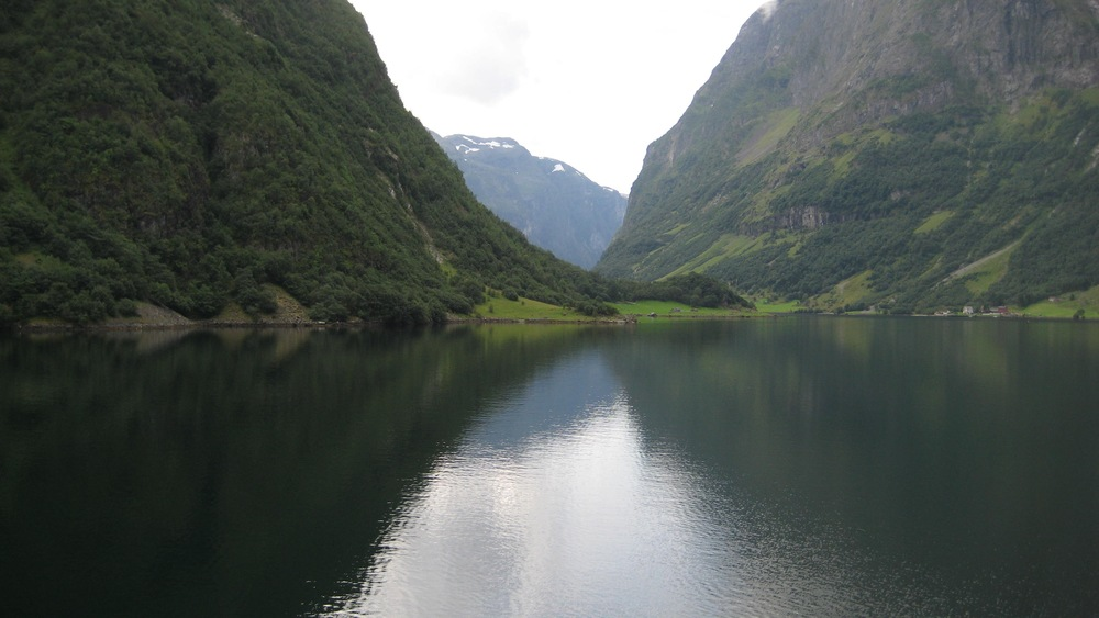 Norway tours fjord and fjell,naeroyfjord.jpg