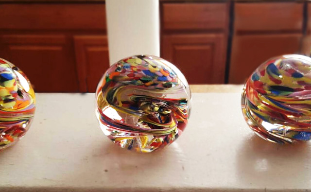 glass-memory-ornament-paperweights-with-ash-from-cremation