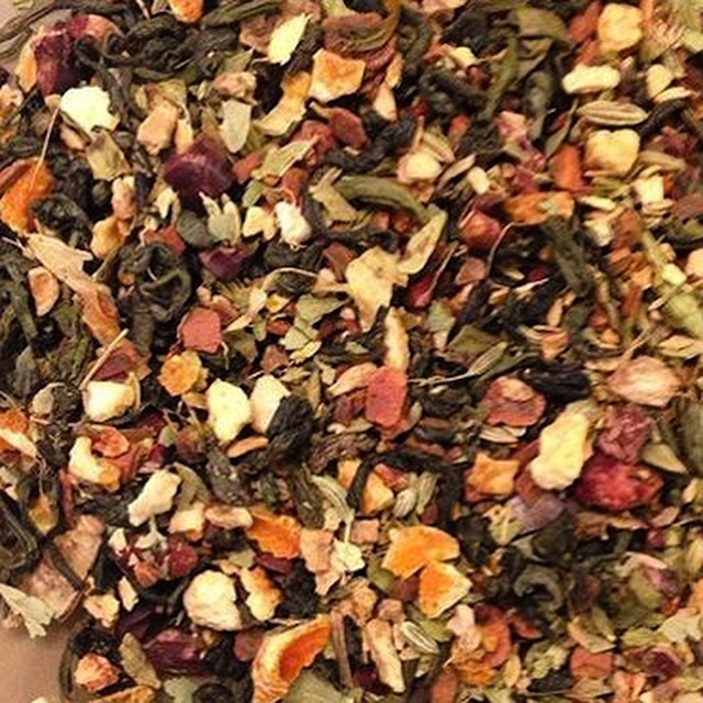 Naturiffic's Girl Friend blend is a green tea with pomagrante, fennel, orange peel & cocoa nips! It's detoxifies and cleanses while tasting amazing!