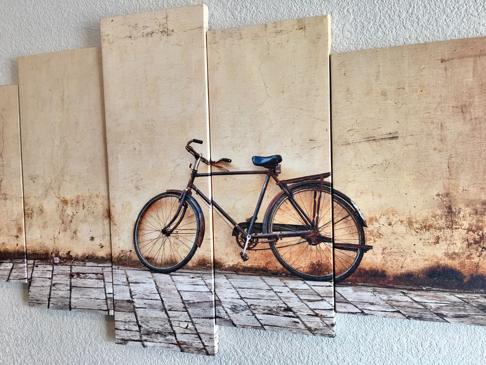 Heckle Alehouse & Eatery - 705 Gold Lake dr, Folsom CABicycle on wall - Artwork