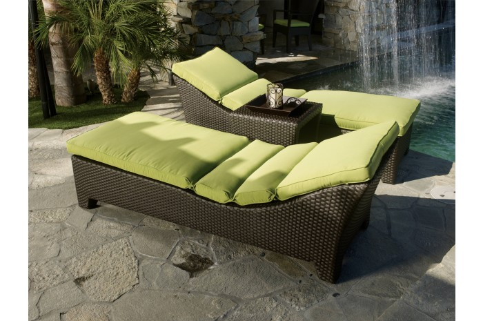 outdoor malibu chaise.jpg