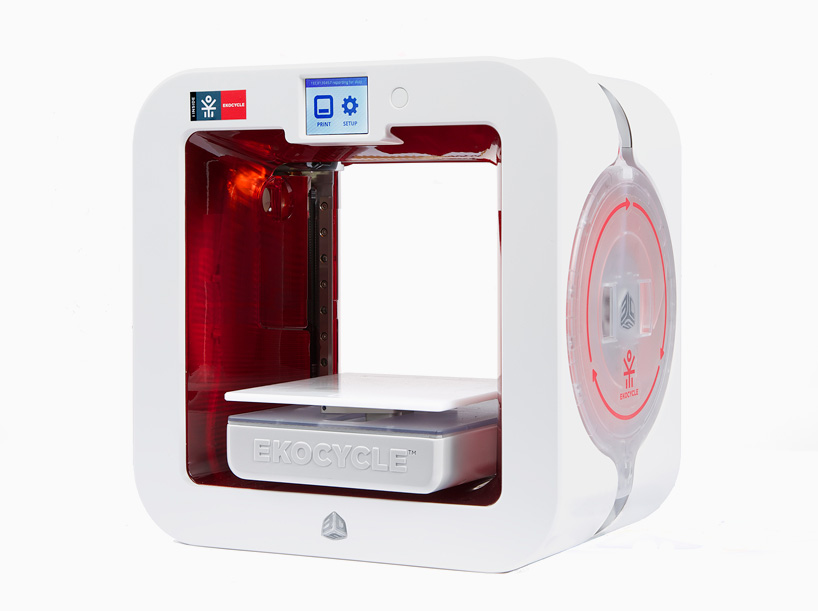 will.i.am-+-coca-cola-ekocycle-cube-3D-print-recycled-plastics-designboom-01.jpg