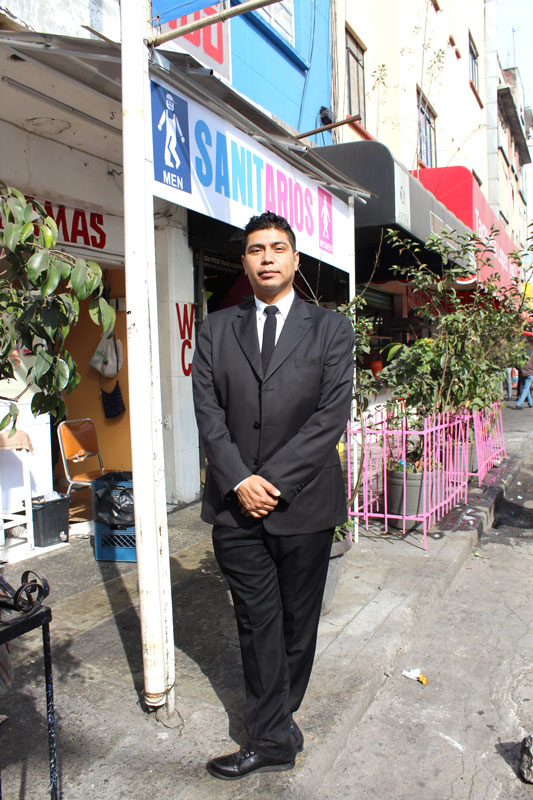 Above: Picture of Cesar taken near the metro station Salto del Agua, where we met up to start our performance, around 10:15 am. He is in his guard uniform on his day off. All photos are taken by author.